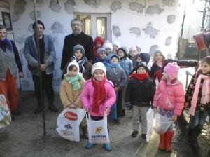 Aici suntem acasă la familia copiilor Duță Ștefania-Denisa și Graur Sabina-Nicoleta.